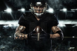 Картинка Американский футбол Мужчины Мяч Униформа Перчатки Руки