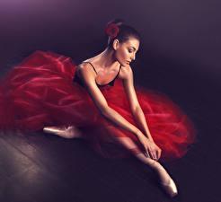 Обои Балет Брюнетка Платье Руки Девушки
