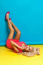 Фотографии Блондинка Ноги Платье Девушки