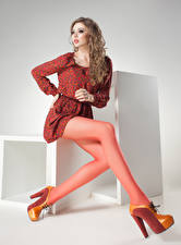 Фотография Шатенка Платье Ноги Туфли