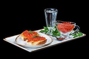 Фотографии Бутерброды Икра Водка Хлеб На черном фоне Тарелке Рюмка Еда