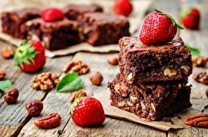 Фотография Пирожное Шоколад Клубника Продукты питания