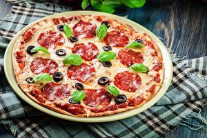 Картинки Быстрое питание Пицца Колбаса Базилик душистый Еда
