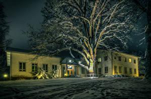 Картинка Финляндия Зима Дома Ночью Дерева Снега Karkkila Города