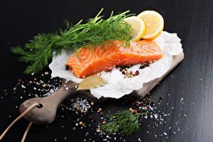 Фотографии Рыба Укроп Лимоны Приправы Разделочная доска Соль