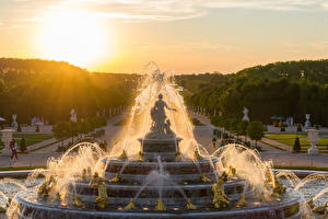 Картинки Франция Фонтаны Скульптуры Рассветы и закаты Париж Городская площадь Versailles Города
