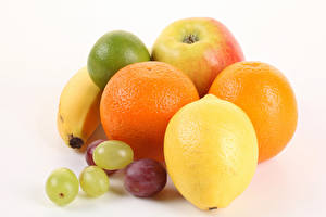 Картинка Фрукты Лимоны Апельсин Виноград Белый фон Еда