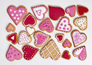 Фото Праздники Печенье День всех влюблённых Белом фоне Сердце Дизайн Еда