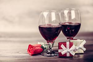 Обои Праздники Вино Роза Бокалы 2 Подарки Еда Цветы