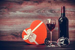 Обои Праздники Вино Доски Подарки Бутылка Бокал Продукты питания