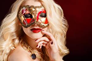 Фотографии Маски Пальцы Цветной фон Блондинка Лицо Маникюр Красные губы
