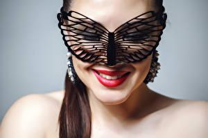 Картинка Маски Серый фон Лицо Красные губы Макияж Улыбка Девушки