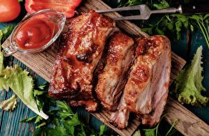 Картинка Мясные продукты Разделочная доска Кетчуп Еда