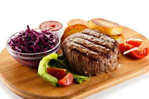 Картинки Мясные продукты Томаты Салаты Белый фон Разделочная доска Пища