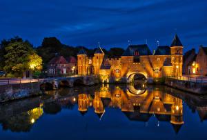 Фотография Нидерланды Крепость Мосты Здания Водный канал Ночные Уличные фонари Koppelpoort Amersfoort город