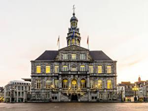 Фото Нидерланды Здания Уличные фонари Maastricht Города