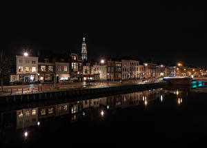 Фото Нидерланды Дома Водный канал Ночь Уличные фонари Middelburg Города