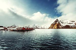 Фотография Норвегия Лофотенские острова Горы Здания Пирсы Залив Reine