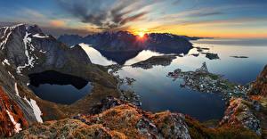 Картинка Норвегия Лофотенские острова Рассвет и закат Залив Скалы Мха Природа