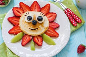 Картинка Блины Клубника Киви Черника Тарелка Дизайн Продукты питания