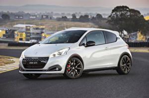 Фотографии Peugeot Белые Металлик 2018 208 GTi автомобиль