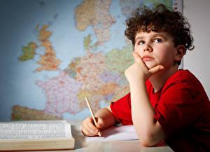Обои Школа Мальчики Взгляд Руки Карандаши Дети картинки