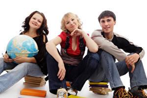Картинка Школа Белый фон Трое 3 Глобус Книга Сидящие Юноша Девушки