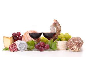 Фотография Натюрморт Вино Виноград Ветчина Колбаса Сыры Белый фон Бокалы 2