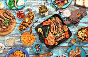 Картинки Сервировка Мясные продукты Сосиска Овощи Напитки Специи Доски Стакане Кетчуп Пища