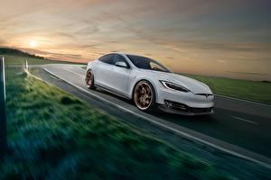 Картинка Tesla Motors Движение Белый Model S Novitec 2017 Авто