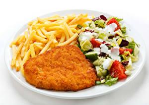 Фотография Вторые блюда Мясные продукты Картофель фри Салаты Овощи Белый фон Тарелка Пища