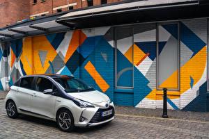 Фотография Toyota Гибридный автомобиль Белый 2019 Yaris Hybrid Y20