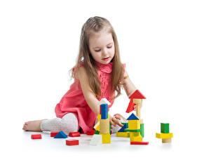Картинки Игрушки Белый фон Девочки Играют ребёнок