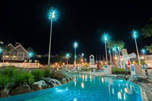 Картинка США Диснейленд Парк Дома Калифорнии Анахайм Дизайн HDRI Ночь Плавательный бассейн Уличные фонари город