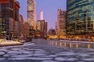 Фотографии Америка Здания Реки Вечер Зима Чикаго город Лед Уличные фонари