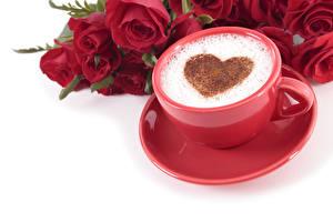 Картинки День всех влюблённых Кофе Капучино Розы Белый фон Чашка Пена Сердечко Красный Пища Цветы