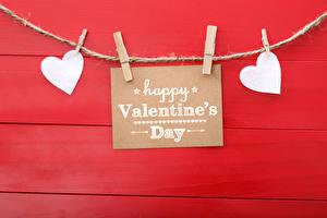 Фотография День всех влюблённых Красный фон Английский Сердце Прищепки