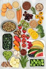 Фотография Овощи Фрукты Орехи Перец овощной Помидоры Грибы Клубника Арбузы Морковь Пища