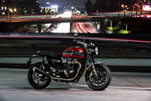 Фото Сбоку 2019 Triumph Speed Twin Мотоциклы