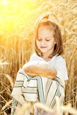 Картинки Хлеб Девочки Ребёнок