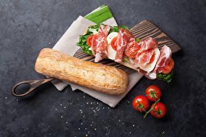 Фотографии Бутерброды Хлеб Ветчина Помидоры Сэндвич Разделочная доска Продукты питания