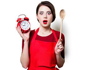 Картинки Часы Будильник Белый фон Шатенка Ложка Эмоции изумление Красные губы Девушки