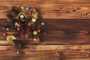 Картинки Пасха Конфеты Шоколад Доски Яйца Еда