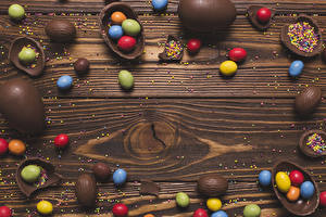 Фотографии Пасха Шоколад Конфеты Сладости Доски Яиц