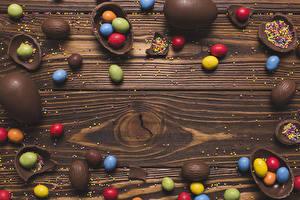 Фотографии Пасха Шоколад Конфеты Сладости Доски Яиц Еда