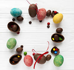 Обои Пасха Шоколад Конфеты Сладости Доски Яйца Еда картинки