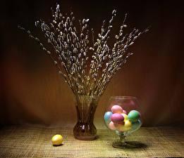 Картинки Пасха Яйцо Вазе Ветки Разноцветные