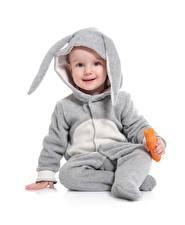 Картинка Пасха Кролики Морковь Белый фон Мальчики Униформа Взгляд Дети
