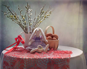 Фото Пасха Натюрморт Стол Ветвь Корзина Яйца Кукла Бантик Пища