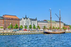 Картинки Финляндия Хельсинки Здания Речка Причалы Корабль Парусные